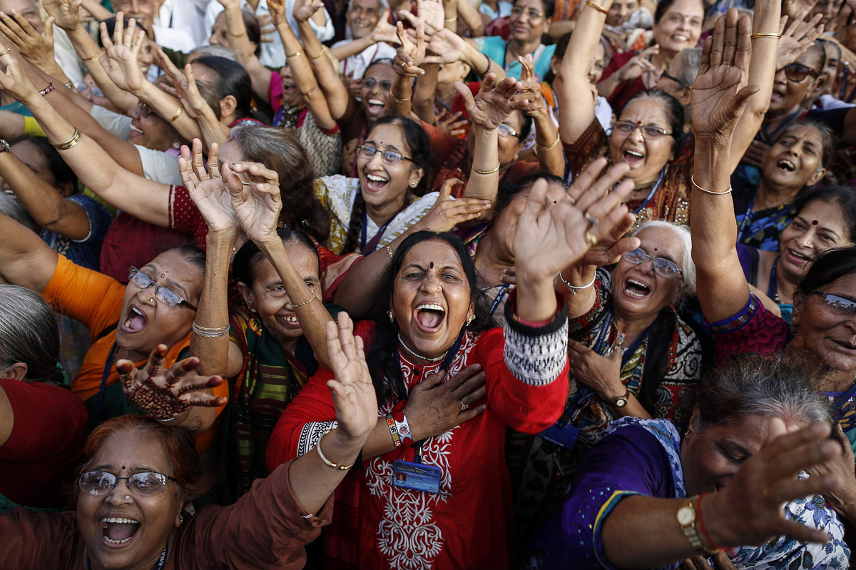 Members of a laughter club participate in a laughing exercise in Mumbai May 5, 2014. Hundreds of people, who believe that laughter is the best medicine for a happy and healthy life, took part in an attempt to break a world record of the largest gathering of senior citizens at a laughing exercise on Monday. REUTERS/Danish Siddiqui (INDIA - Tags: SOCIETY TPX IMAGES OF THE DAY) ORG XMIT: MUM03